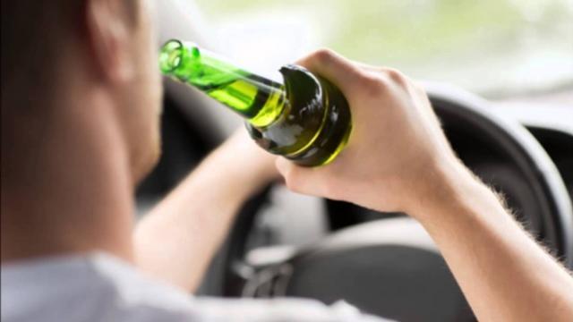 Motorista embriagada bate em dois veículos estacionado na av. 19 de Agosto em Goioerê