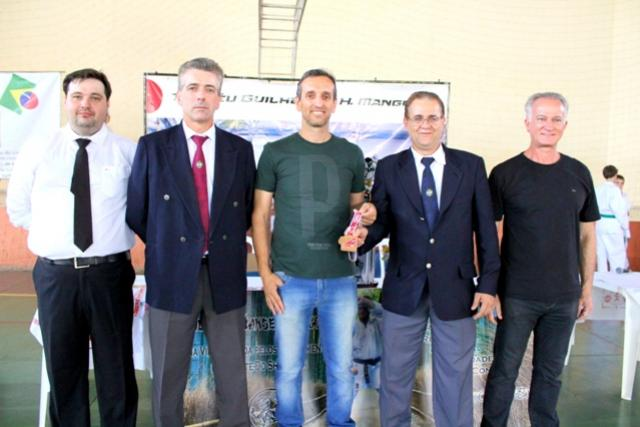 Secretário de Esportes Valter Favoretto é Homenageado na Abertura da Copa Águas Claras de Karatê