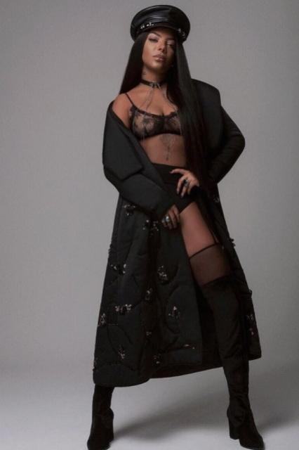 Ludmilla surge sexy em look fetichista
