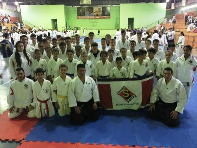 Acadêmia Souza de Goioerê conquista 29 medalhas no Paranaense de Karatê
