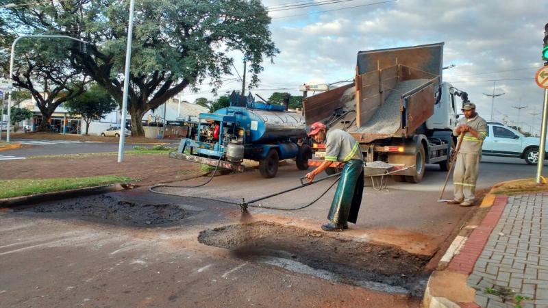 TRÂNSITO:  Retirado quebra-molas e sinalizado locais dos novos semáforos
