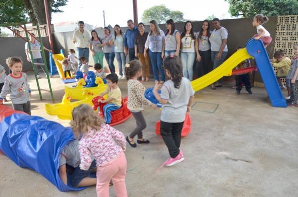 Crianças atendidas nos CMEIs de Ubiratã já estão se divertindo com novos brinquedos