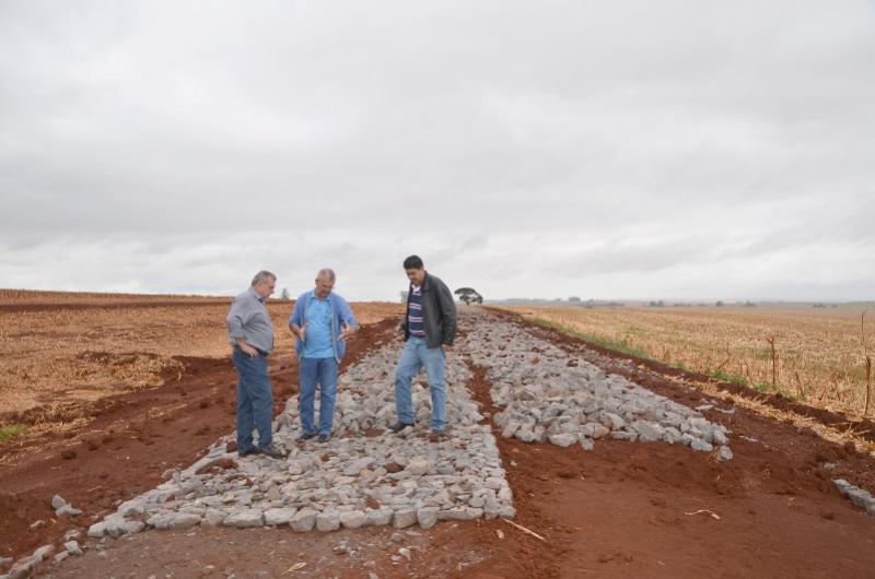 PEDRAS POLIÉDRICAS:  Retomada obras de pavimentação da Estrada Olinda