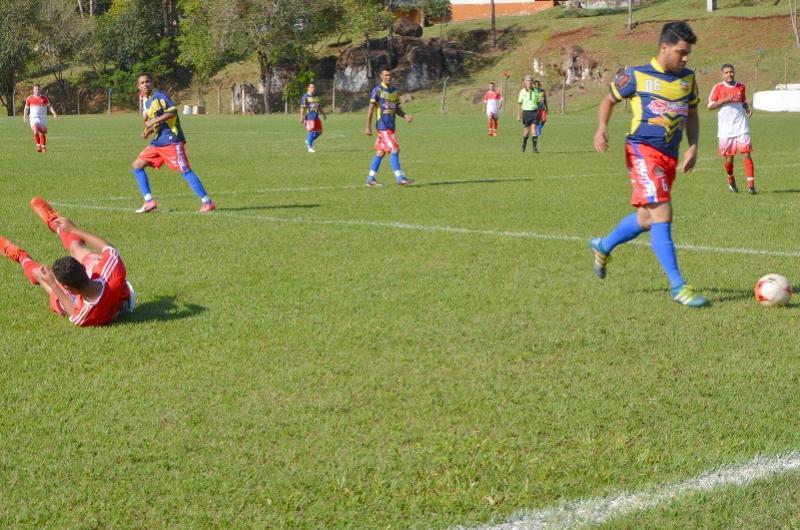 Feriadão e fim de semana com muito futebol em Ubiratã