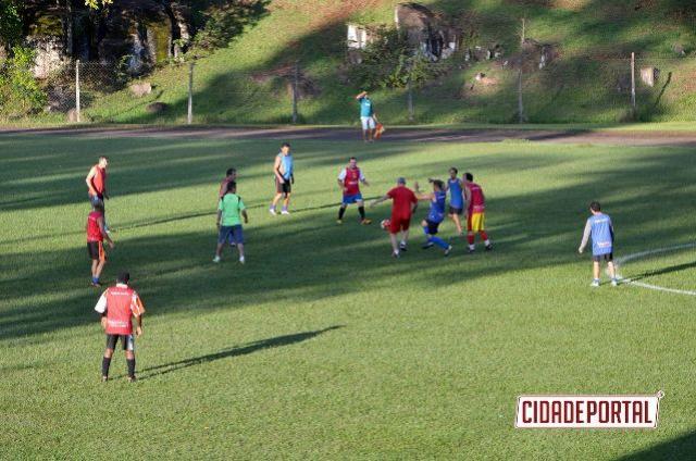 ESPORTE E QUALIDADE DE VIDA:Administração municipal incentiva futebol veterano no Estádio Claudinão