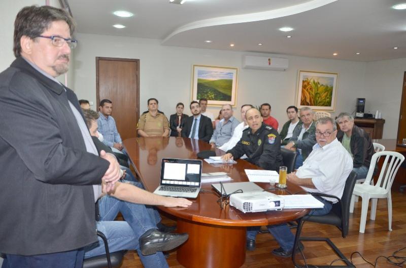 Reunião trata dos últimos detalhes para implantação de sistema de videomonitoramento em Ubiratã
