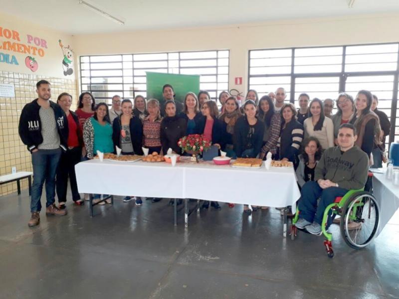 CAPACITAÇÃO:  Escritora Cléo Busatto realizou palestra na Escola Municipal Lucinéia Braciforte