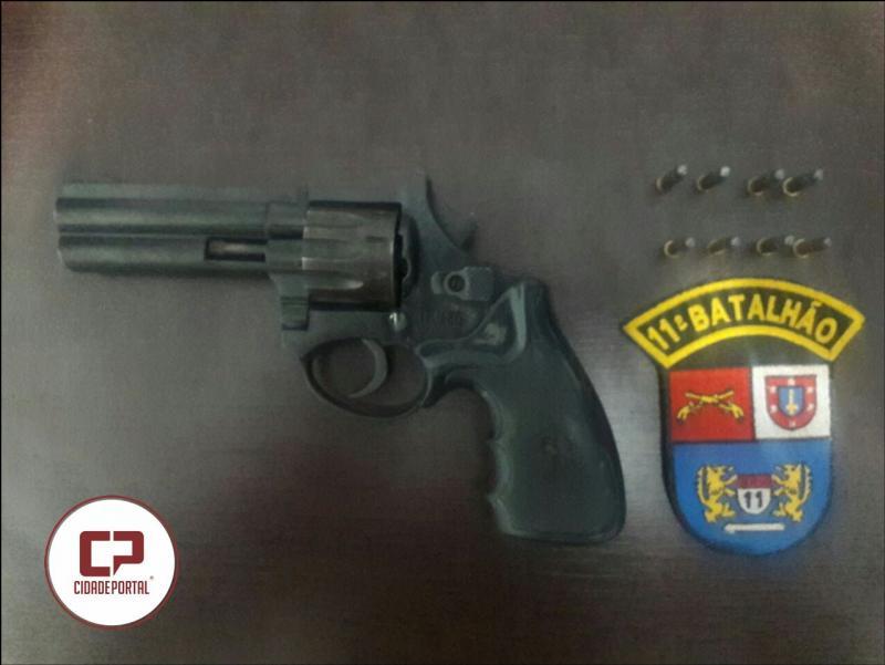Polícia Militar de Roncador prende uma pessoa por porte ilegal de arma de fogo e ameaças
