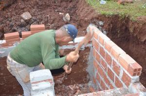 SOLUÇÃO DE UM PROBLEMA: Galerias e bocas-de-lobo estão sendo construídas na Avenida João Medeiros