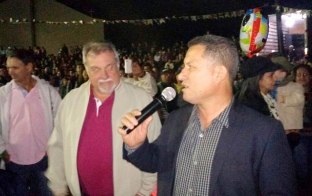 TRADIÇÃO:  Prefeito Baco e vice Nil prestigiam festa de São João