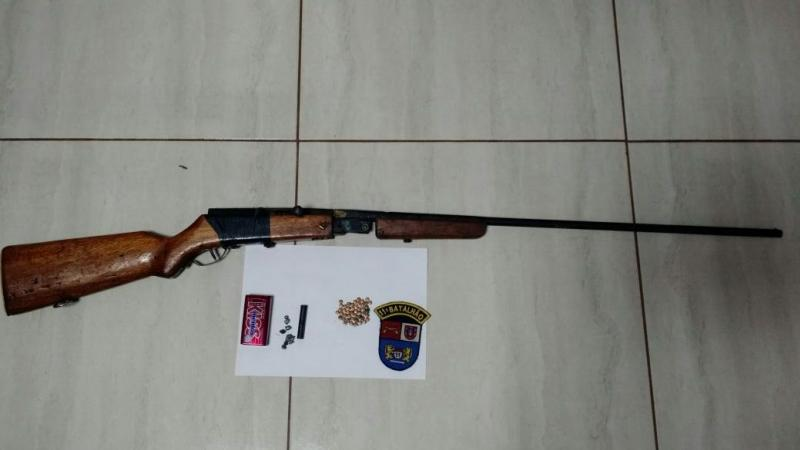 Polícia Militar de Ubiratã apreende uma espingarda artesanal e munições após ameaças no bairro Josefina