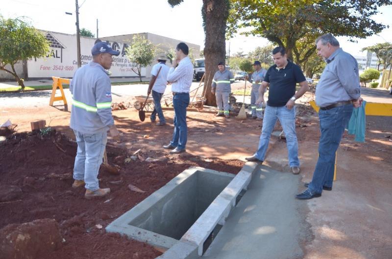 GALERIAS:Prefeito Baco acompanha trabalhos para solucionar alagamentos na Avenida Yolanda