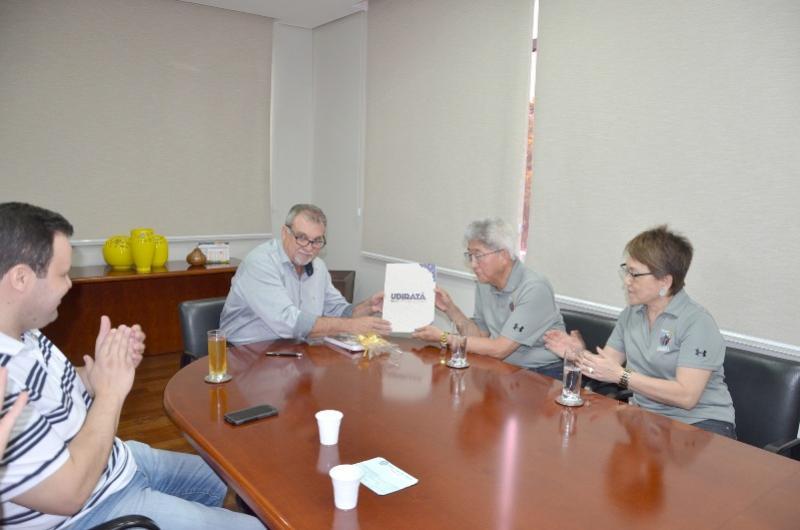 Governador do Rotary Club e integrantes do clube de serviço visitam prefeito de Ubiratã