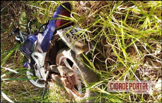 Polícia Militar do destacamento de Roncador em apoio a de Iretama recuperam uma moto furtada na quinta-feira, 27