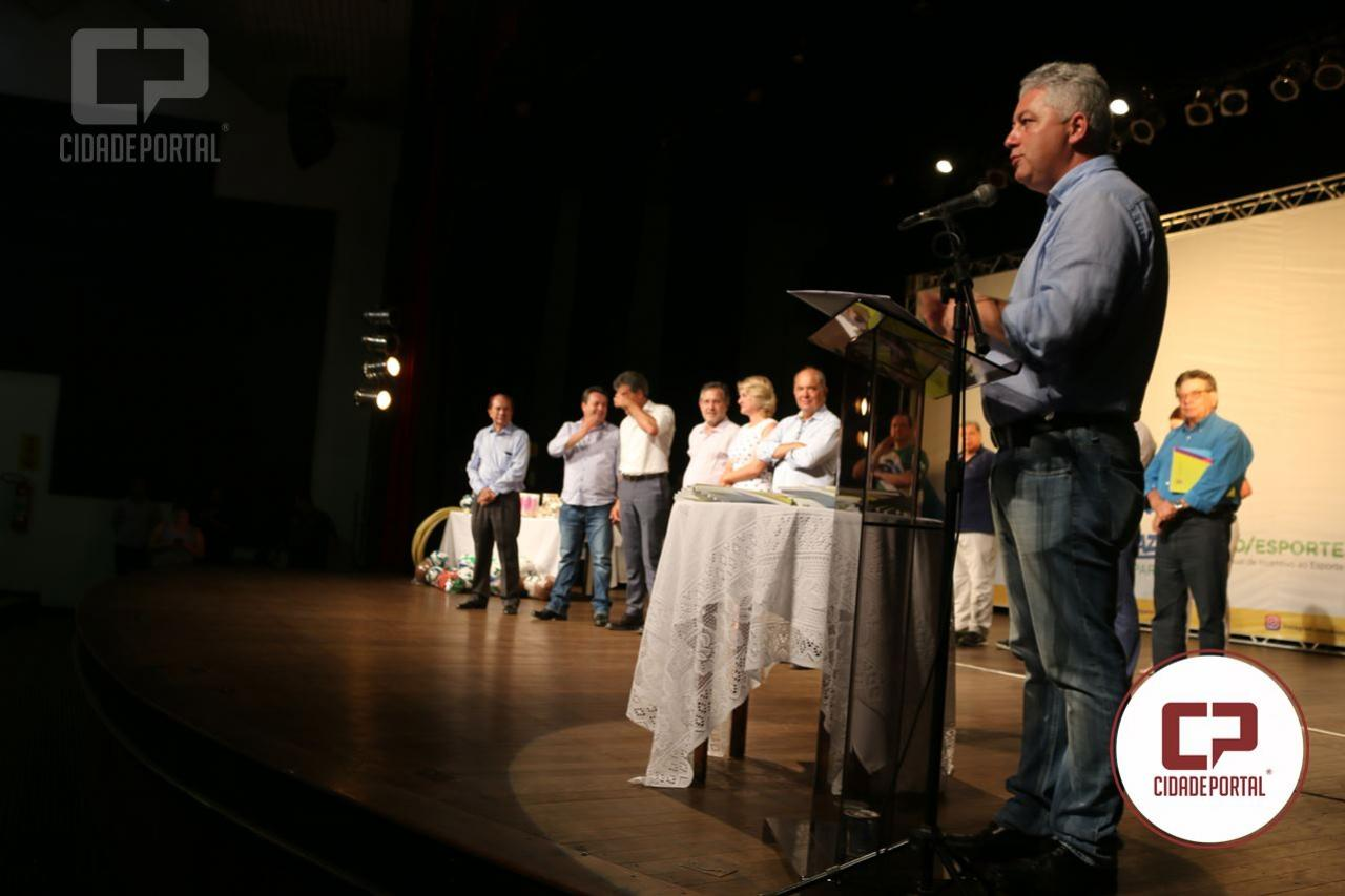 Beto Richa e Douglas Fabrício prestam contas