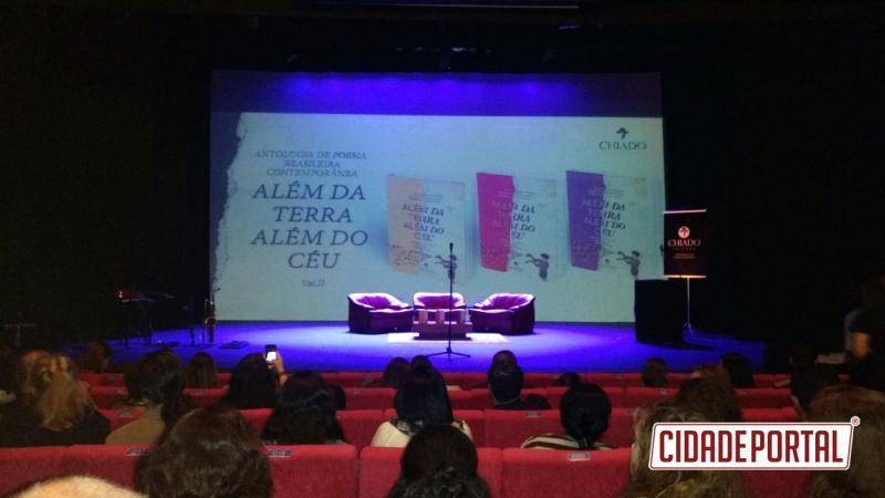 Professora do IFPR participa de lançamento da obra Antologia de Poesia Brasileira Contemporânea Além da Terra, Além do Céu