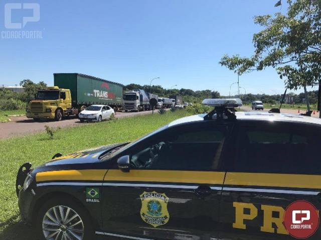 Operação conjunta na aduana Brasil - Argentina fiscalizou 33 veículos e autuou 22 deles