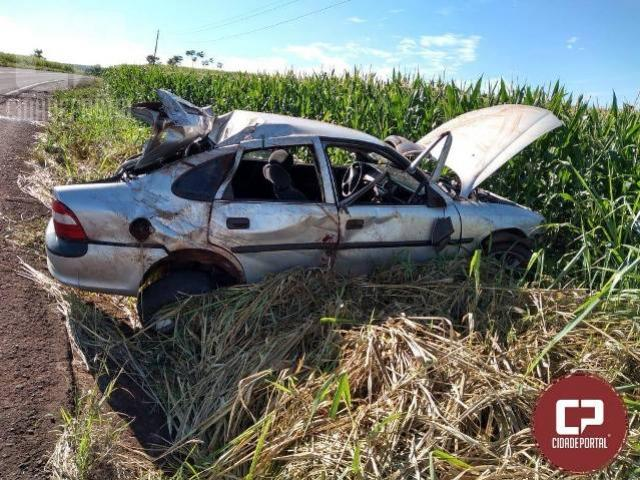 Rapaz é transferido de helicóptero do SAMU após capotar carro em Formosa do Oeste