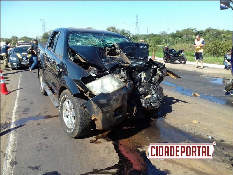 Motorista morre após colidir frontalmente em uma carreta com caminhonete roubada em Palotina