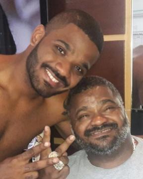 Arlindo Cruz segue internado e está sem sedativo, diz filho do cantor