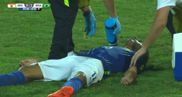 Vitinho, do Corinthians, sofre concussão cerebral leve e ficará sob observação