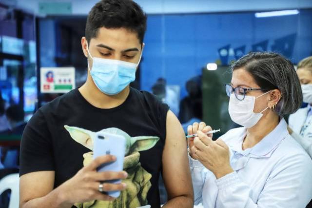 8 milhões de paranaenses iniciaram a imunização contra a Covid-19, 92% da população adulta
