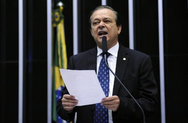 Líder do PTB propõe a Temer saída política para impasse de Cristiane Brasil