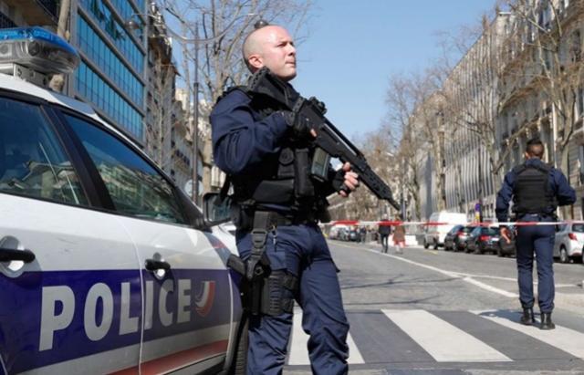 Carta-bomba explode e deixa ferido na sede do FMI em Paris