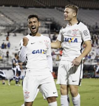 Análise: Corinthians surpreende na estreia e indica briga interna por vagas