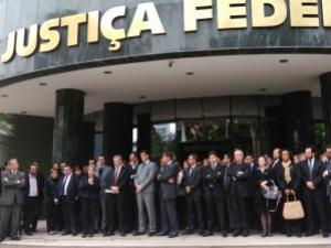 Juízes e delegados questionam circunstâncias da morte de relator da Lava Jato