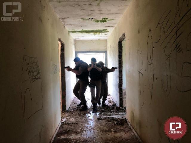 Equipes especializadas realizam instrução de adentramento em ambiente hostil