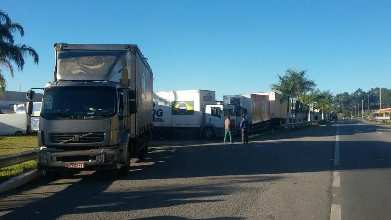 Paralisação dos caminhoneiros chega ao 4º na região Centro-Oeste de Minas.