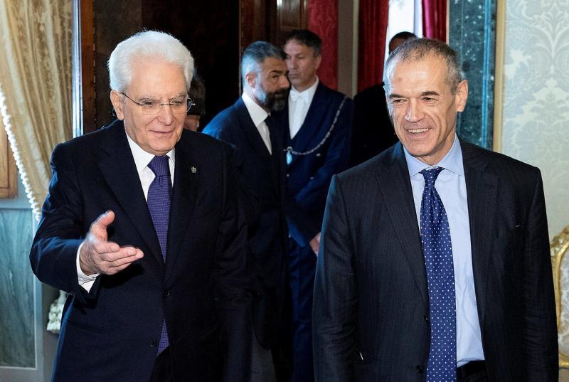 Presidente da Itália indica ex-diretor do FMI como premiê interino para formar governo