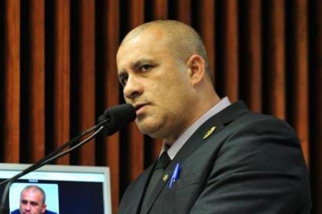 Soldado Fruet entrou na Justiça contra o aumento de 12% nas tarifas da Sanepar