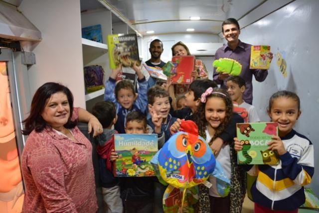 Busão da Imaginação passa por Moreira Sales levando alegria e diversão para os alunos das escolas municipais