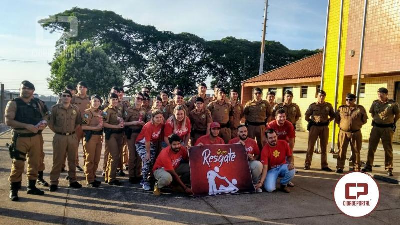 Policiais Militares do 25º batalhão em Umuarama são presenteados pelo dia do trabalhador
