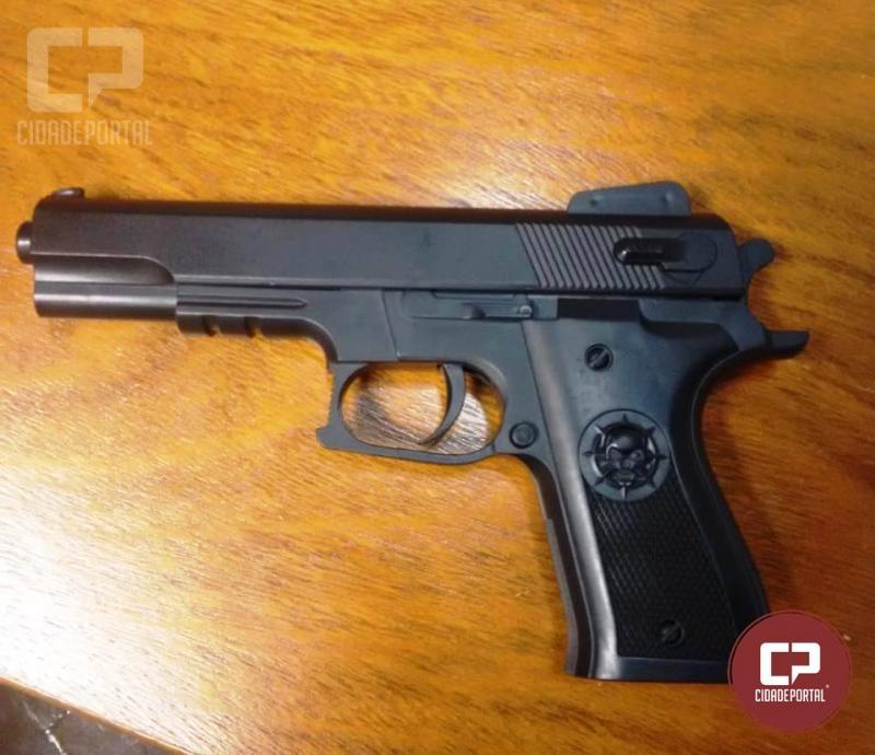 Arma de brinquedo foi apreendida pela Patrulha Escolar em colégio de Cidade Gaúcha