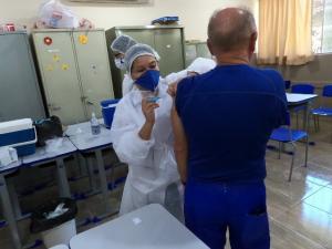 Vacinação contra gripe será retomada nesta sexta, 10, para idosos acima de 65 anos em Campo Mourão