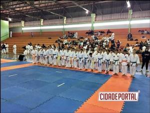 Atletas Farolenses se destacam em Campeonato Paranaense de Karatê de Barboza Ferraz