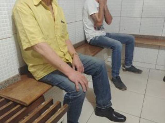 Operação policial termina com prisão de duas pessoas e apreensão de arma e drogas