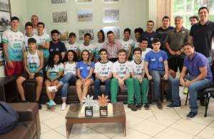 Prefeito em Exercício de Campo Mourão recebeu atletas que participaram dos Jogos da Juventude