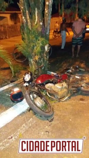 Homem morre após colidir com uma árvore em Fênix