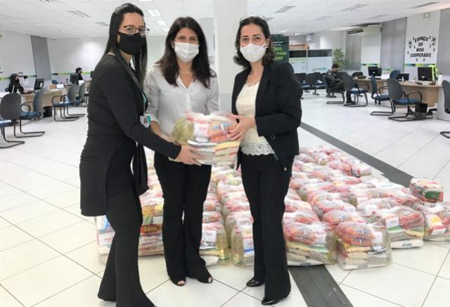 SICOOB Campo Mourão doa alimentos para a Secretaria de Assistência Social