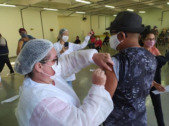 Prossegue vacinação para idosos de 60 anos em Campo Mourão nesta quinta-feira, 06