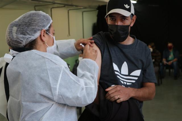 Vacinação avança e casos ativos de Covid já caíram 73% em Campo Mourão