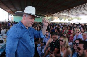 Gastronomia nos municípios:Secretário Douglas Fabrício prestigiou  Festa do Pernil à Pururuca em Farol