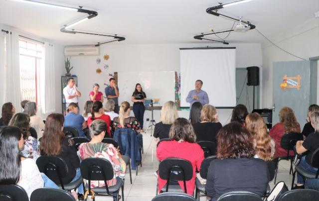 Dia do Orientador Educacional comemorado em evento no IMAPE em Campo Mourão