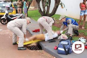 Motociclista sofre ferimentos após colisão com carro no Jardim Albuquerque em Campo Mourão