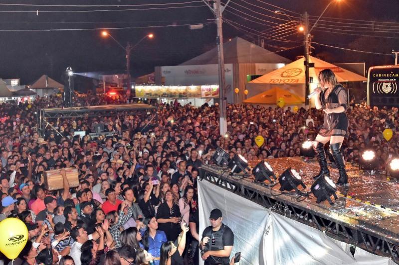Mais de 20 mil pessoas na abertura da 27ª Festa Nacional do Carneiro no Buraco