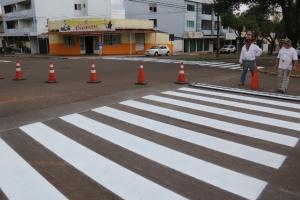 Pintura de faixas de pedestres em 61 cruzamentos da área central de Campo Mourão
